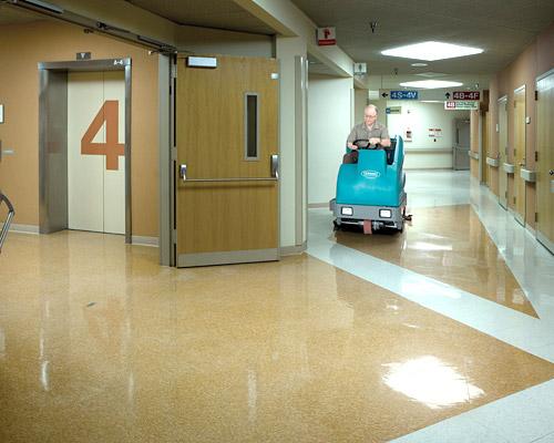T16駕駛洗地機,TENNANT T16洗地機,工業洗地機,自動洗地機,賣場洗地機,拖地機,刷地機